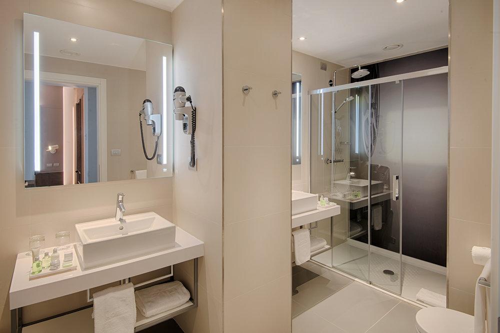 327445 bathroom nh venezia rio novo 056 ffbf73 large 1566201376