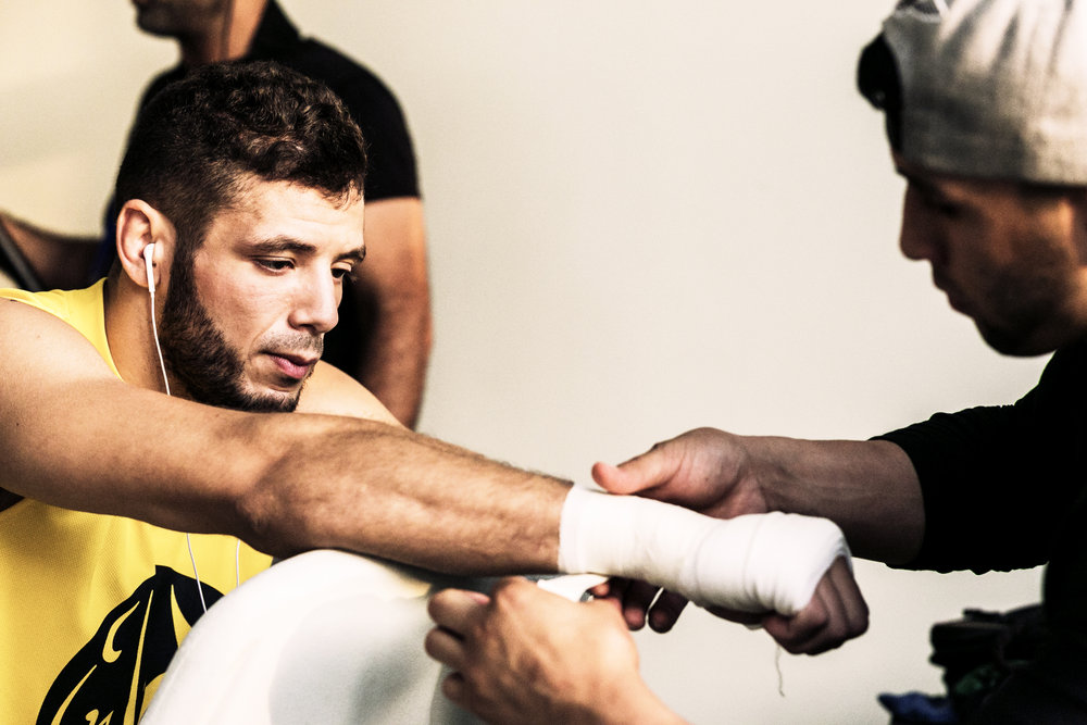 159771 walid%20seghir%20from%20team%20baghdad%20handwrap%20before%20his%20fight b3f7d1 large 1426676749