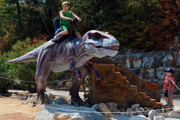 175187 dinosauri%c3%abrpark%20funtana 091476 large 1438345538