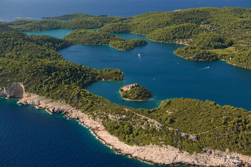 218034 5 mljet big%20lake drazen%20stojcic bc9139 large 1468585455