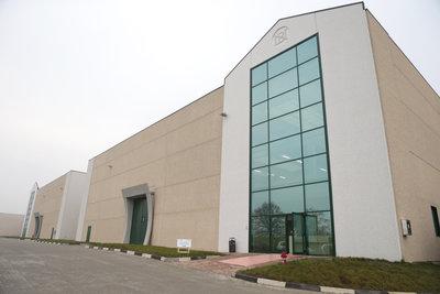 190673 151215 stradella fulfillment center outside 1207e4 medium 1450260678
