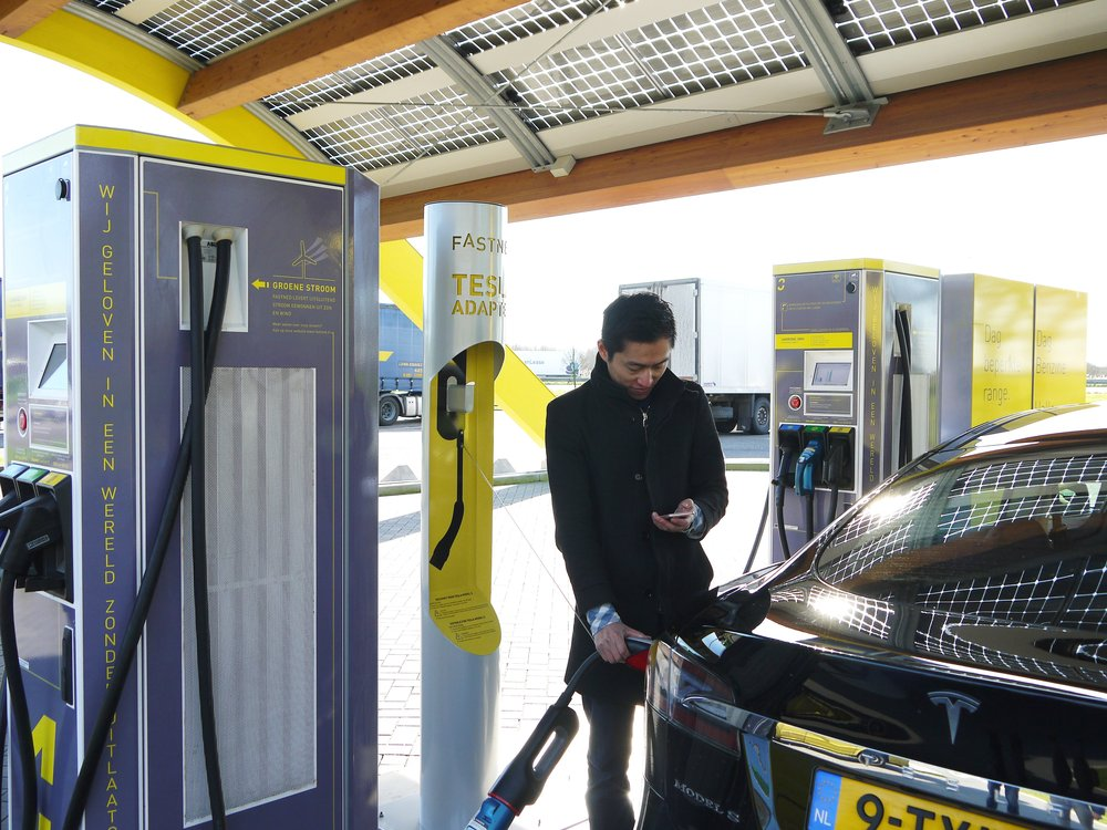 197488 fastned%20station%20inclusief%20tesla%20zuil%20met%20chademo%20adapter a21daf large 1457093835
