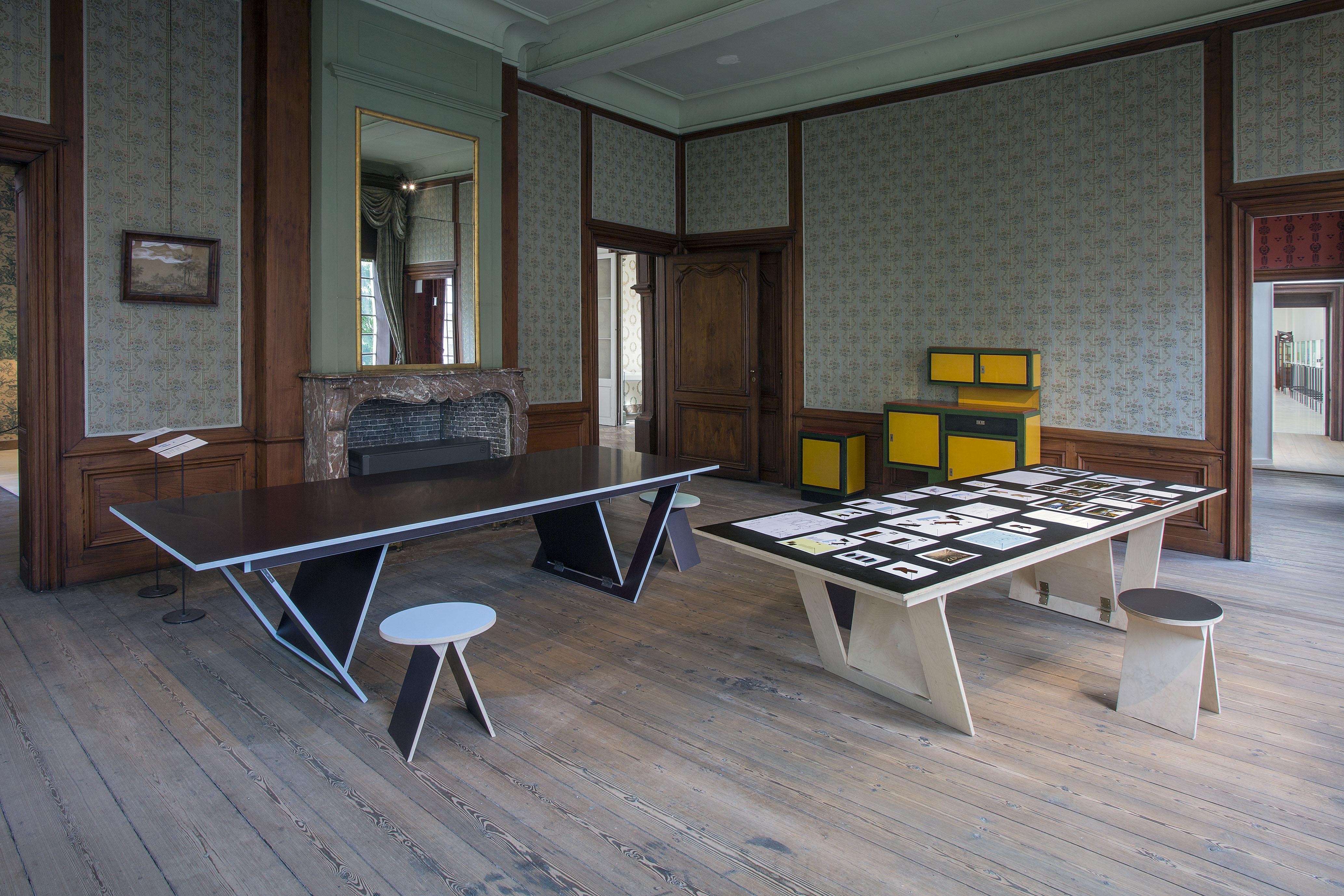 Tentoonstelling een meubel is ook een huis in het design museum