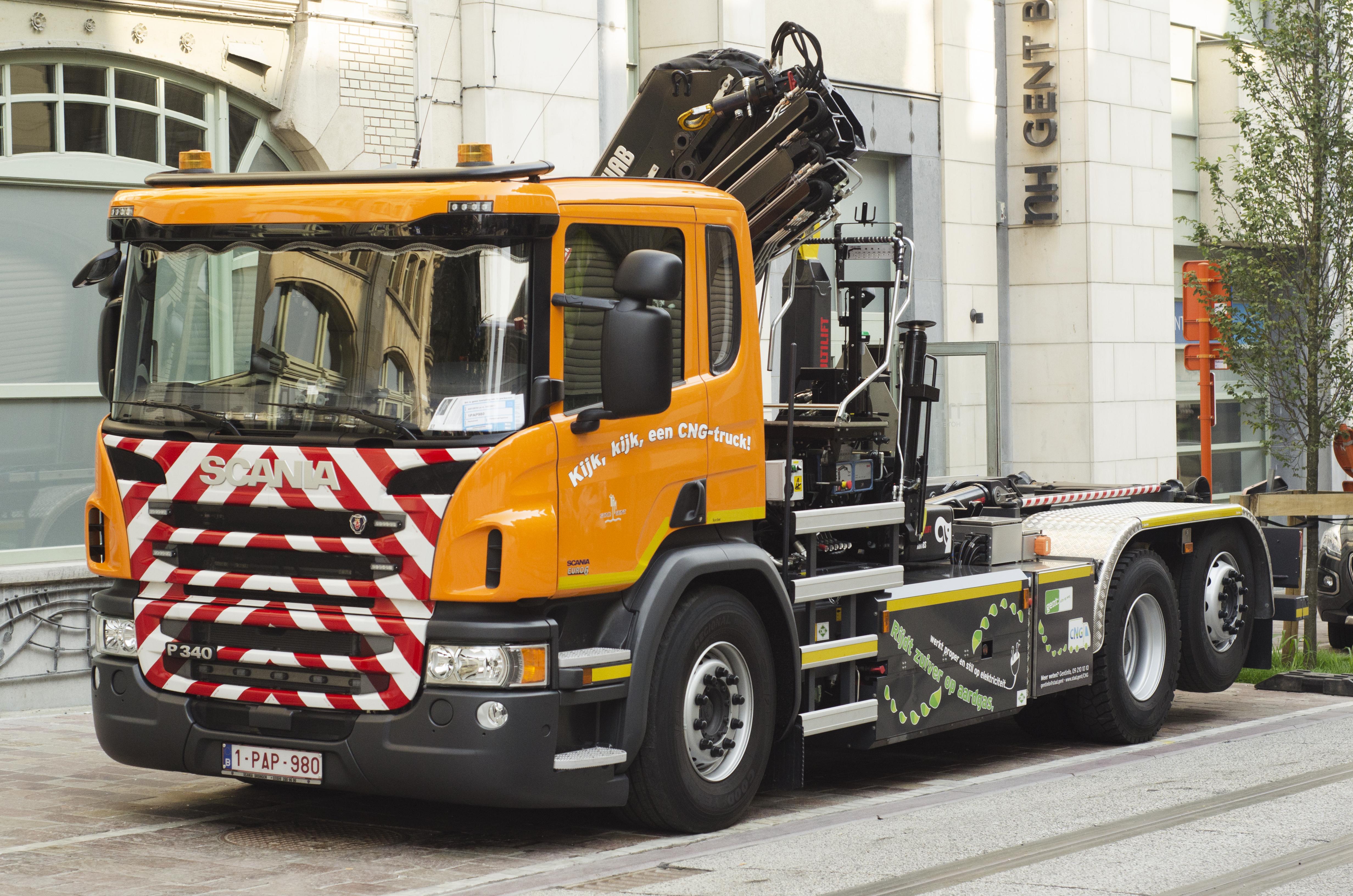 20160826_AV_foto persvoorstelling CNG vrachtwagen hybride kraan 1.jpg