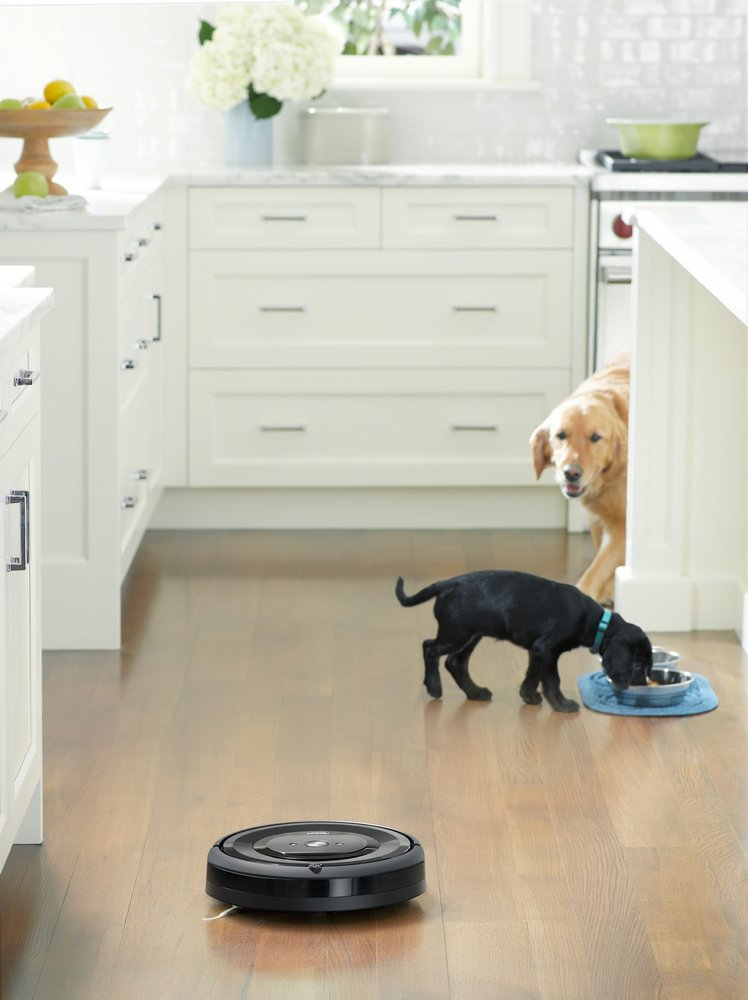 289379 roomba%20e5 kitchen dogs a4b433 large 1536248079