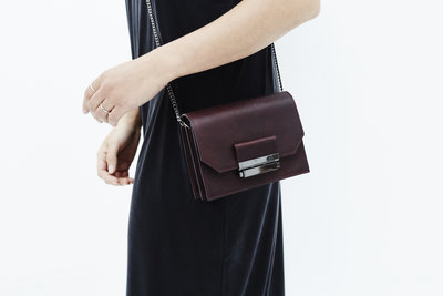 265398  lookbook minibag annie burgundy daphny raes 249 152146 medium 1511435737