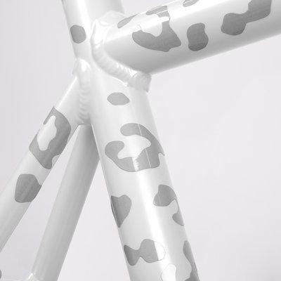 ReflLeopStick-White-frame_day