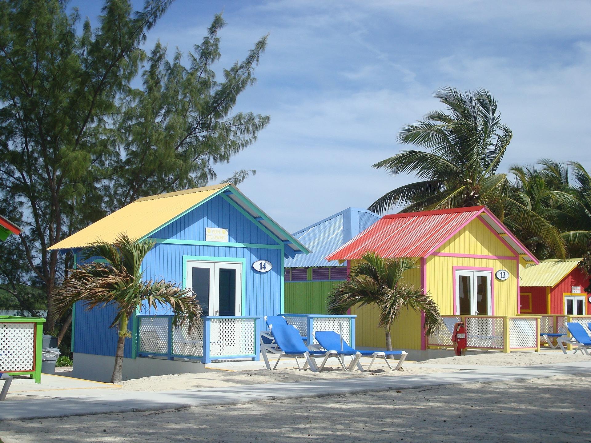 bahamas-1331560_1920.jpg