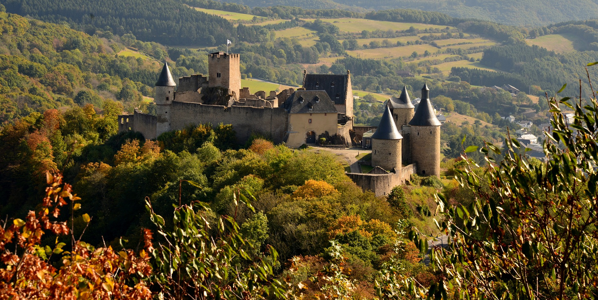 castle-bourscheid-4363982_1920.jpg