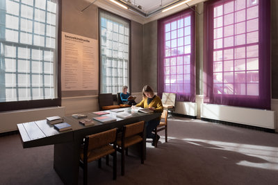Rothko en ik in het Stedelijk Museum Schiedam. Foto: Lotte Stekelenburg