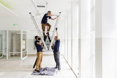 Verhuizing 'Stairway to Heaven' van Bertjan Pot. Foto: Aad Hoogendoorn