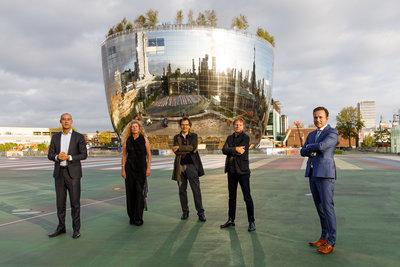 Wethouder Said Kasmi, directeur Ina Klaassen, directeur Sjarel Ex, architect Winy Maas en wethouder Bas Kurvers. Foto: Aad Hoogendoorn