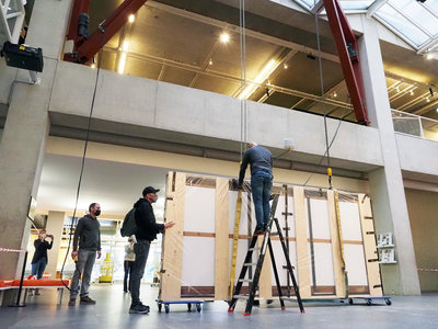Kunstwerk 'De maasmond bij Den Briel' van Museum Boijmans Van Beuningen komt aan in maritiem museum januari 2021. Foto: Theo de Man