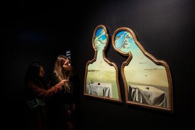 'Surrealist Art: Masterpieces from Museum Boijmans Van Beuningen', Te Papa Tongarewa, foto's: Jo Moore,