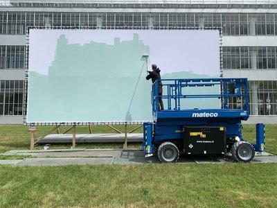 PROJECT Are we safe now? Wayne Horse beschildert de eerste van zes doeken_foto: Murals Inc