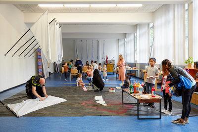 Vakantiepaspoort kinderworkshop vlaggen maken, iedere woensdag op Boijmans Hillevliet, foto: Aad Hoogendoorn