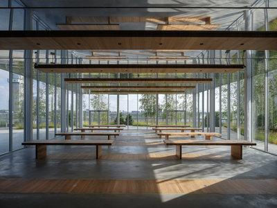 Restaurant Renilde met alle tafels uitgeklapt. Foto: Ossip van Duivenbode