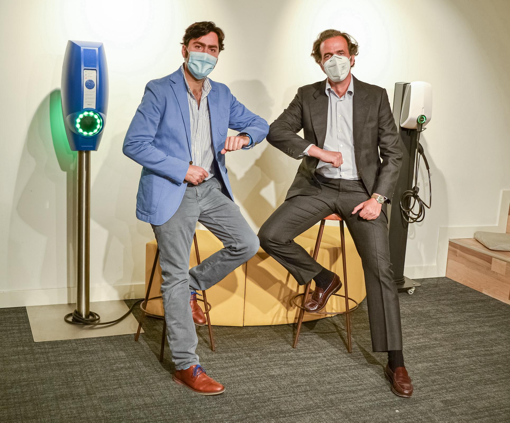 Borja Moreno (Director Regional de EVBox Ibérica) y Pablo Arnús (Presidente de Grupo Amara) en la oficina de Grupo EVBox en Madrid