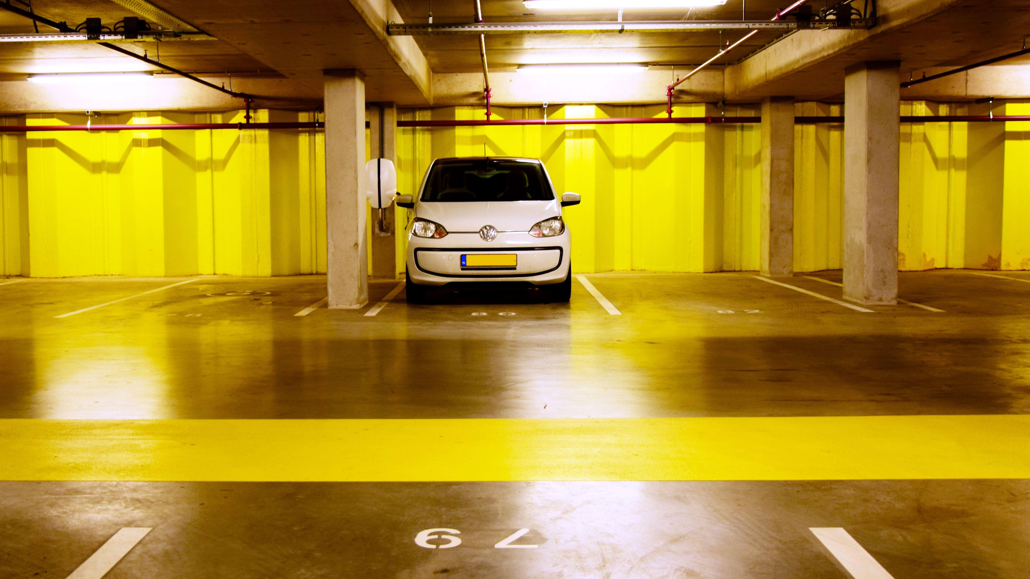 Borne EVBox BusinessLine dans un parking