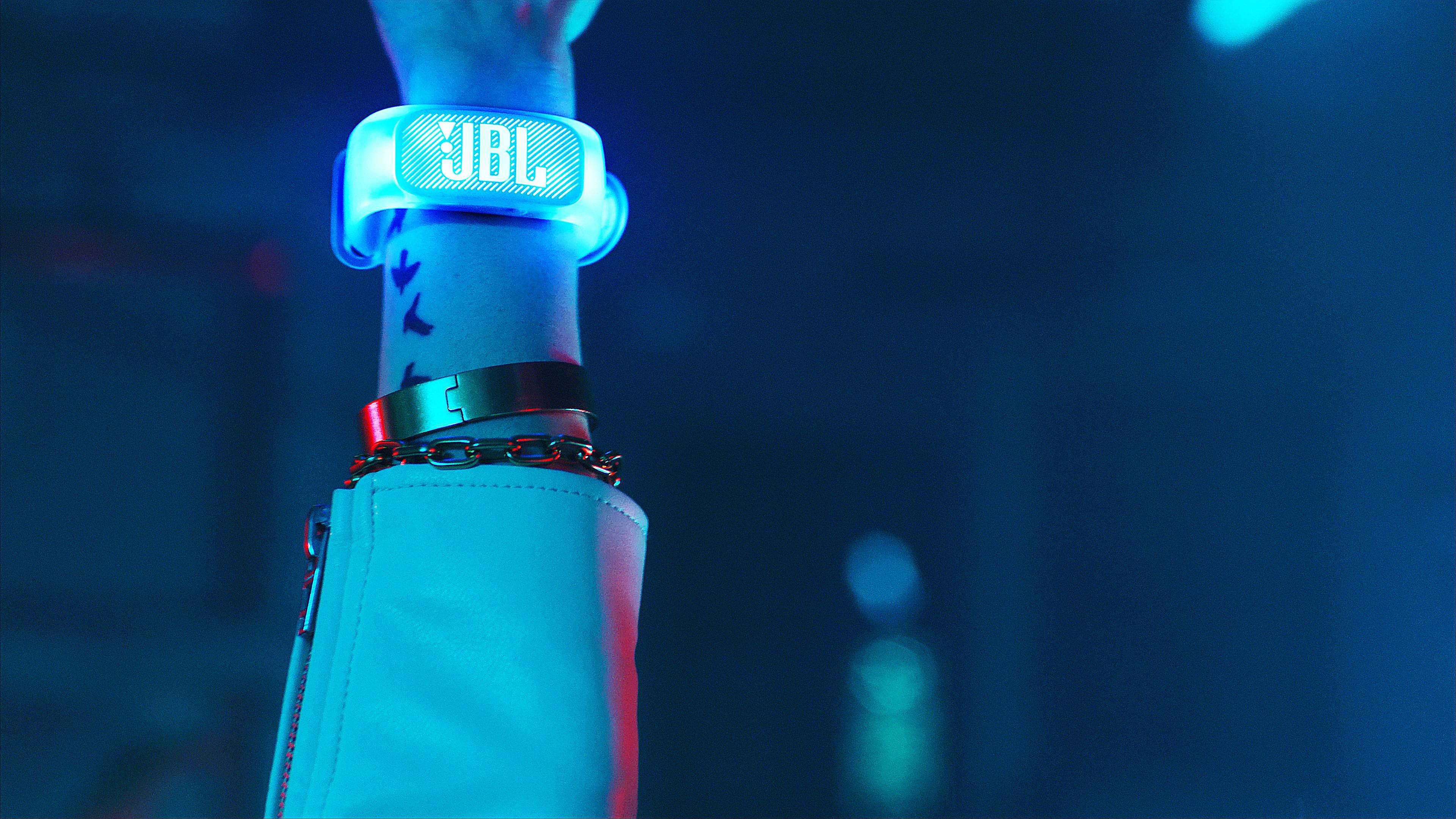 324595 jbl pb1000 wristband.still008 x1 f2ab49 original 1563545329