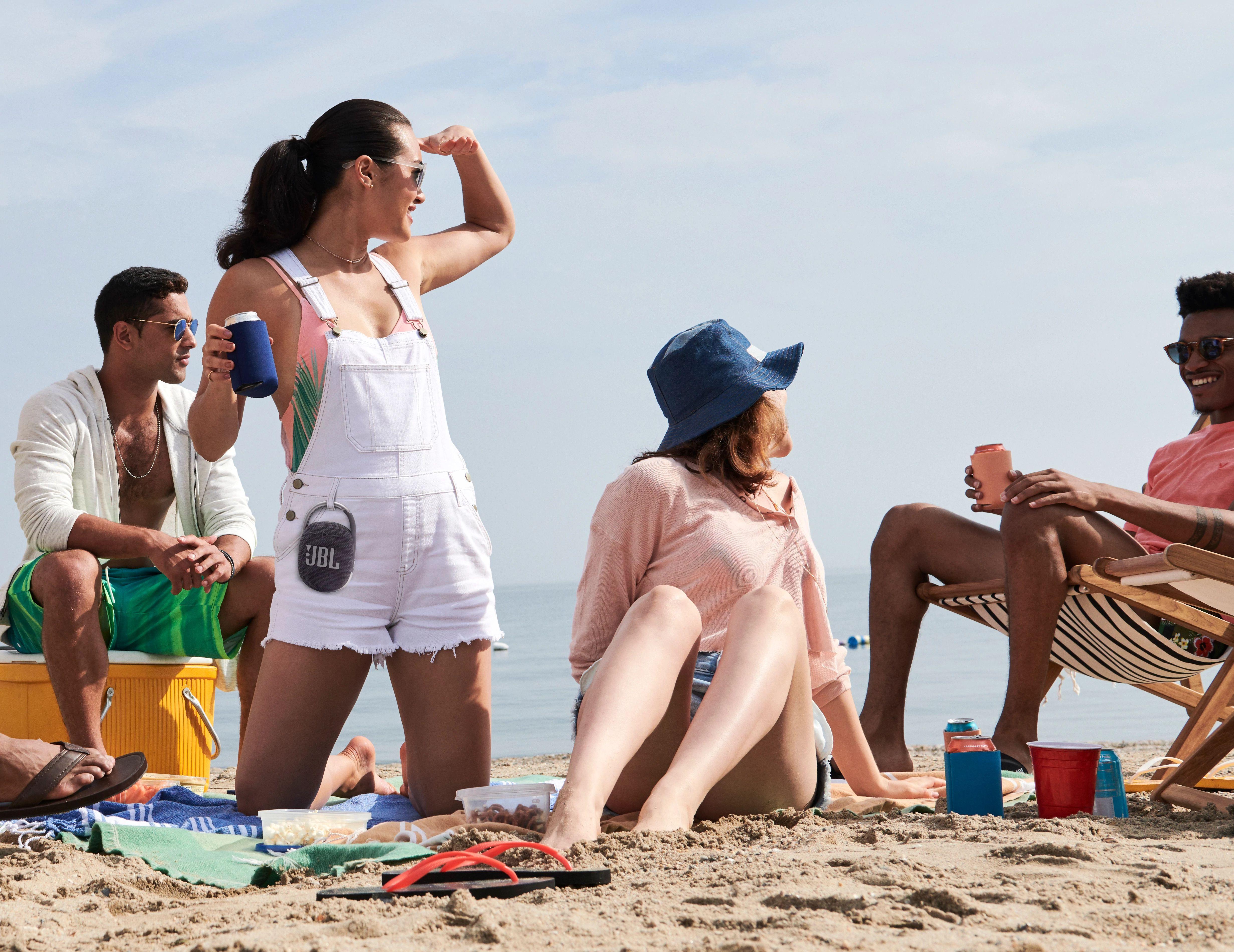 393193 d2 beach hanging 0266 x2 9e157c original 1623251859