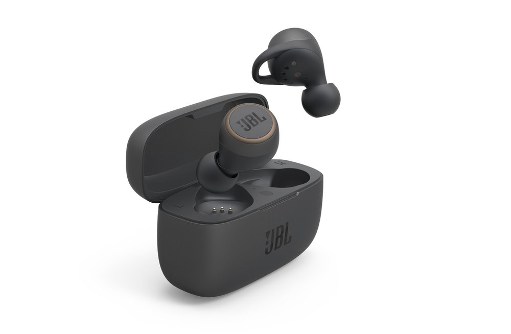 350897 jbl live%20300tws product%20render black with%20charging%20case c98c59 large 1585568378