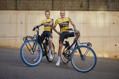 Swapfiets joins forces with Team Jumbo-Visma (from left: Steven Kruijswijk & Robert Gesink) / Foto: Jerome Wassenaar (R4A3172)