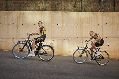 Swapfiets joins forces with Team Jumbo-Visma (from left: Steven Kruijswijk & Robert Gesink) / Foto: Jerome Wassenaar (R4A3270)