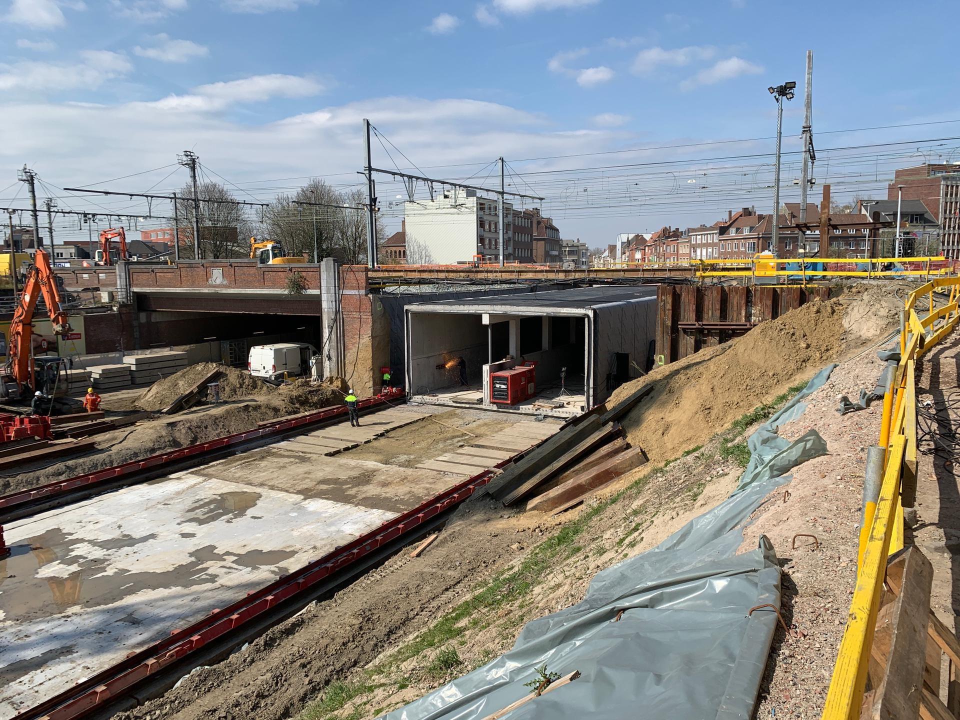 Fiets - en bustunnel op zijn plaats.jpg