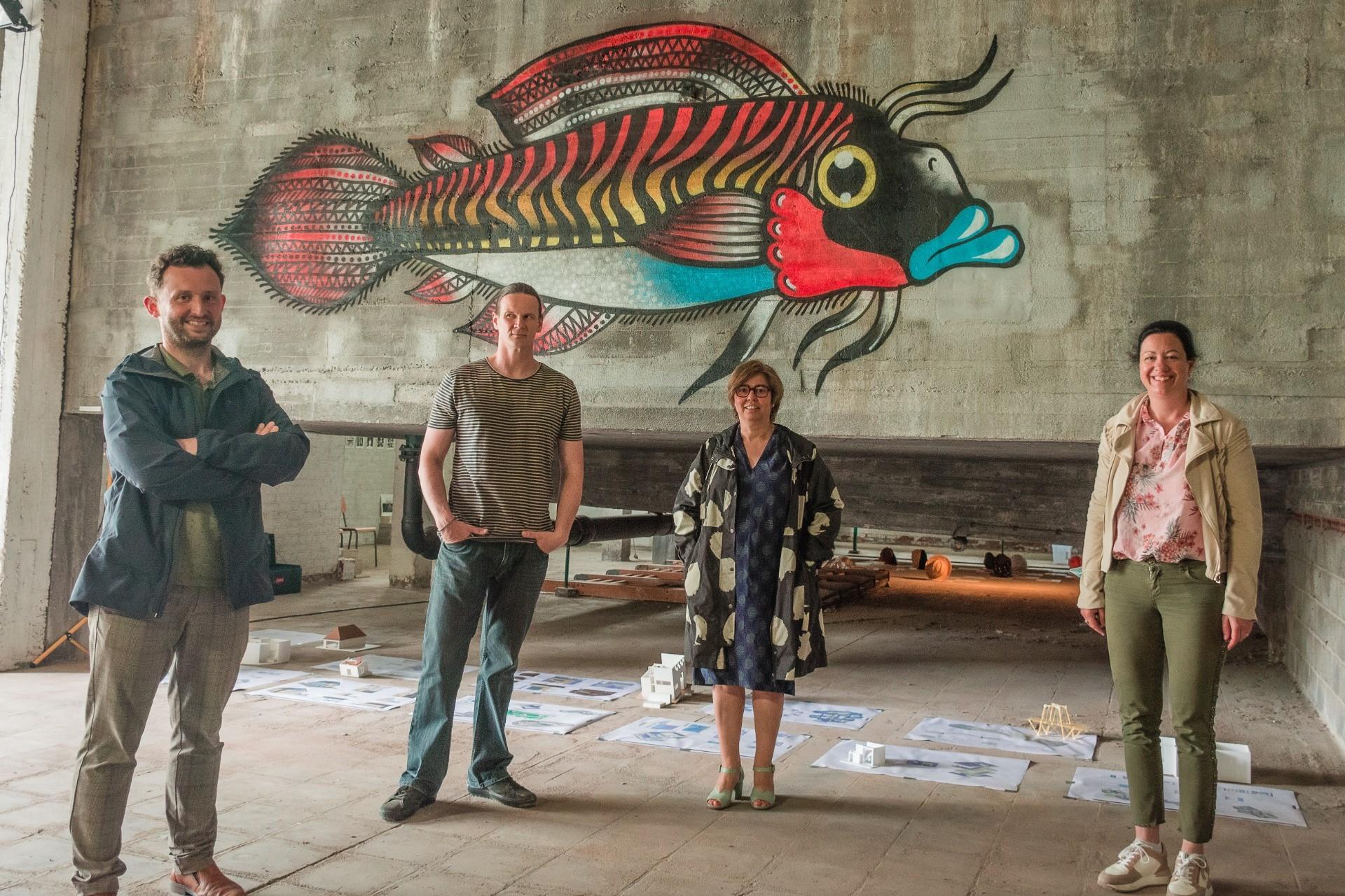 Schepen Bert Herrewyn, graffiti-artiest Dieter Van Der Ougstraeten, directeur van de academie Petra Flamand en schepen Kelly Detavernier.jpg