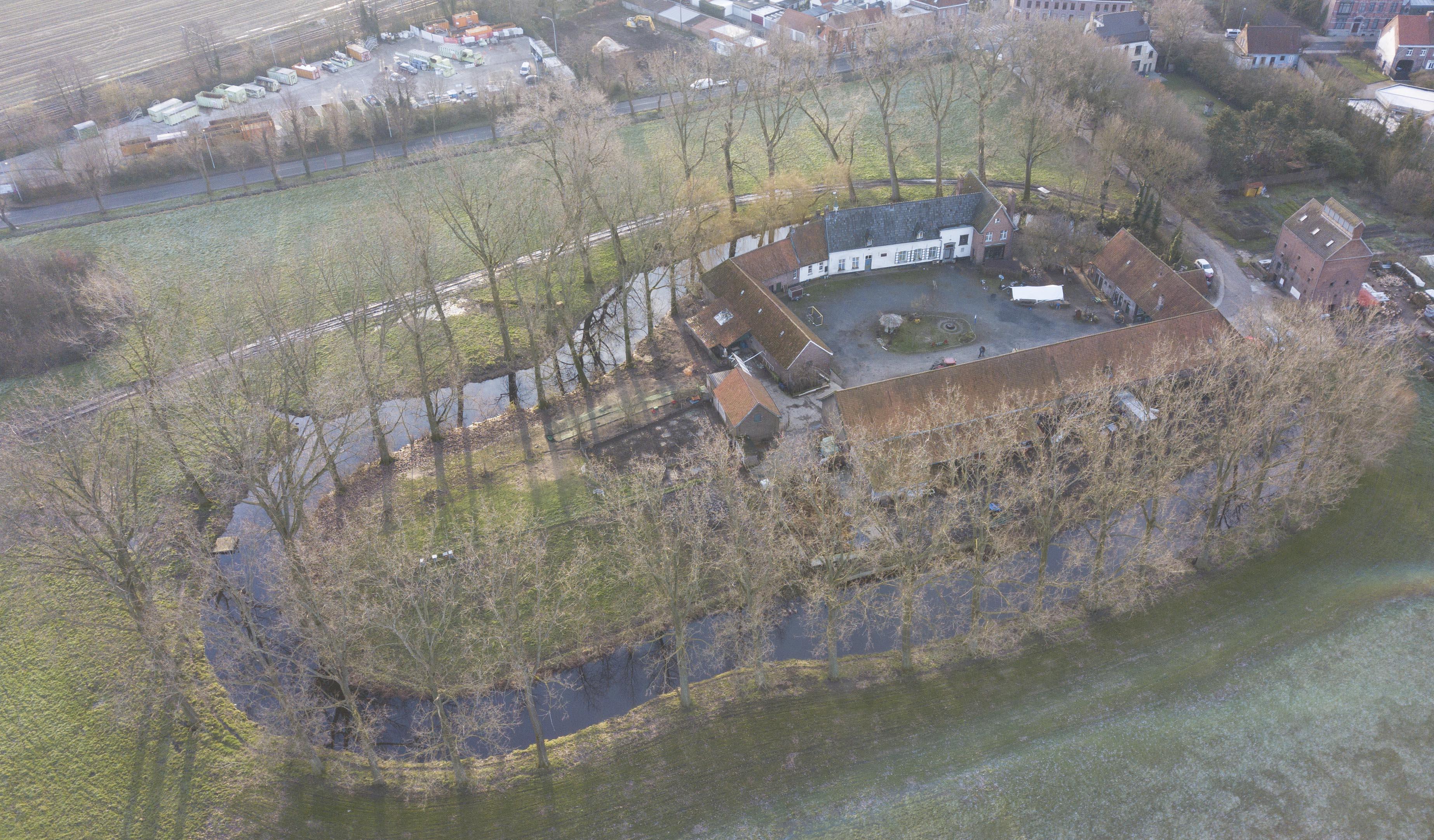 Open Monumentendag in Kortrijk focust op historische eilanden: omwalde sites, hofsteden en landhuizen. (copyright: Guillaume Demeyer voor Eiland Collective)