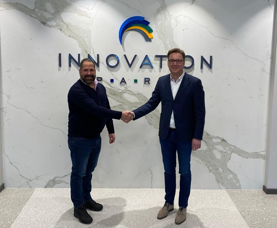 From left to right: Chris Epstein (President of BECO Midwest) and Peter van Praet (COO of EVBox)