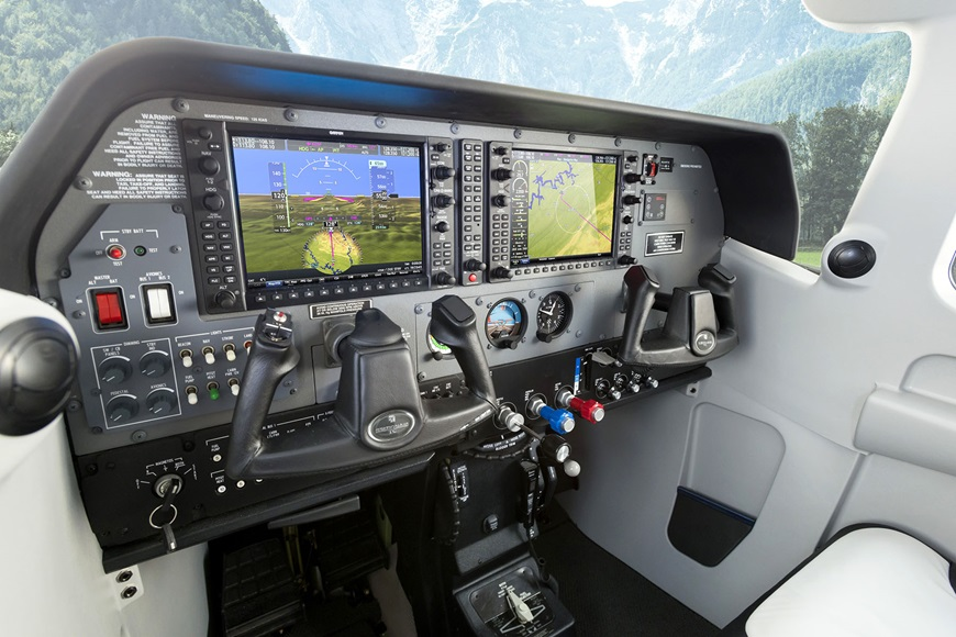 206_cockpit_sized.jpg