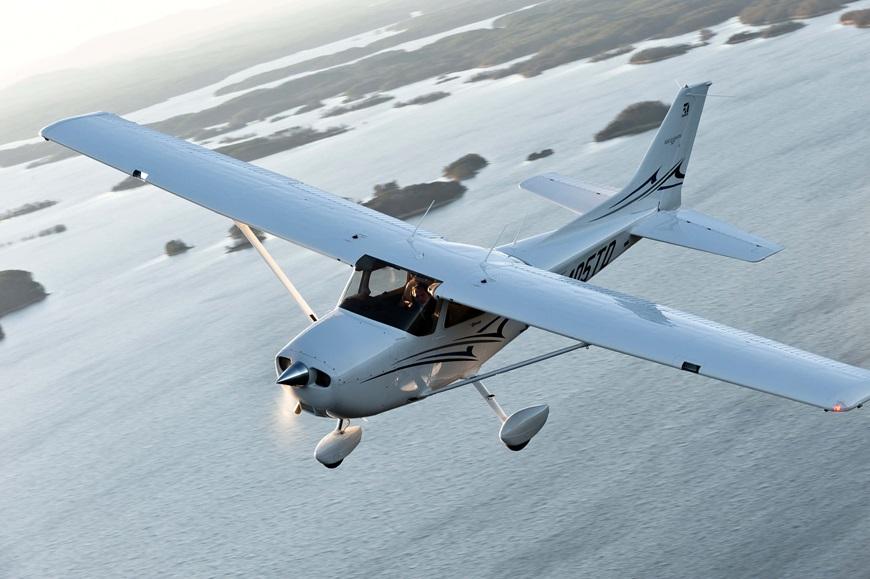 Cessna-Skyhawk (1).jpg