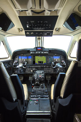 King-Air-260-cockpit-2