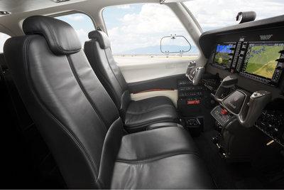 Bonanza_Sideview_Cockpit