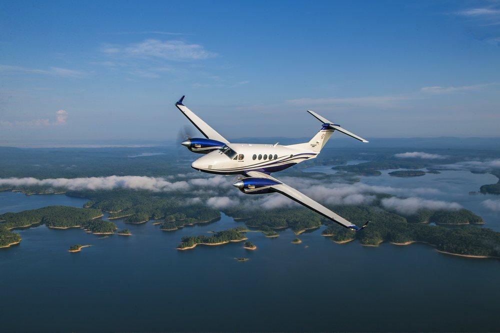https://d21buns5ku92am.cloudfront.net/69280/images/397656-King%20Air%20260%20Air-to-Air-e1b755-large-1626984931.jpg