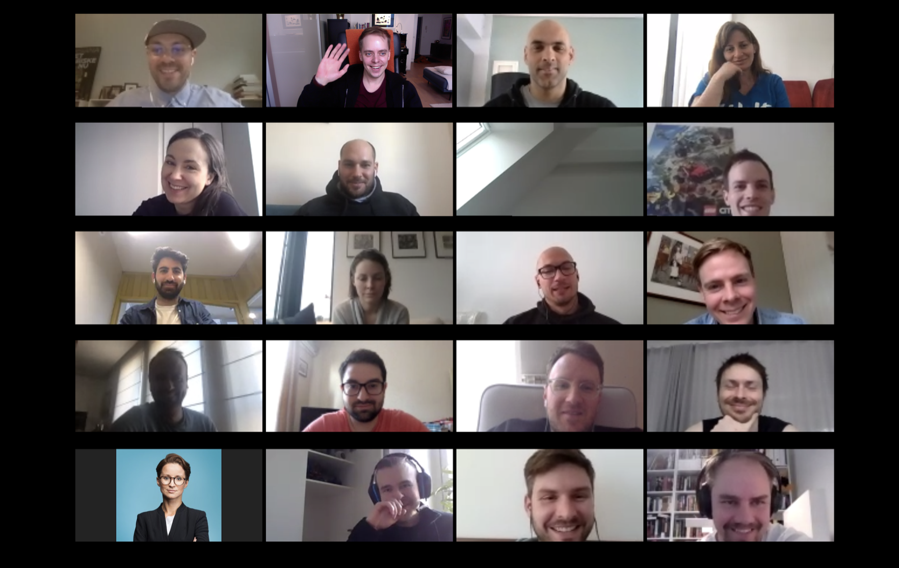 Woltin eri maiden maajohtajia ja muita työntekijöitä Zoom-videopuhelussa maaliskuussa 2020. Koronan aikana yrityksen kaikki 1 000 työntekijää tekevät etätyötä..png