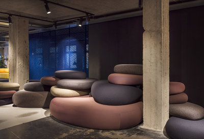 Soft_Pebbles_Seating_area_Lynk&Co