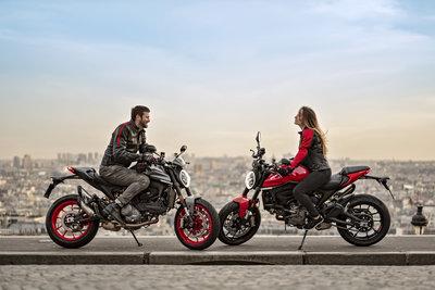 Zwei_Ducati_Monster