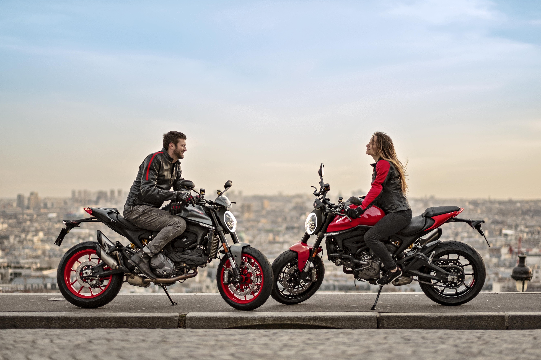 Zwei_Ducati_Monster.jpg